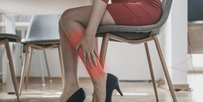 durere în articulațiile picioarelor și coatelor unguente analgezice puternice pentru osteochondroză
