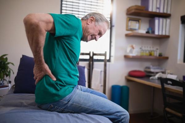 durerea în articulația șoldului cedează la nivelul piciorului boală articulară a pomeței