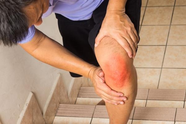 De ce picioarele și picioarele se ard sub genunchi?