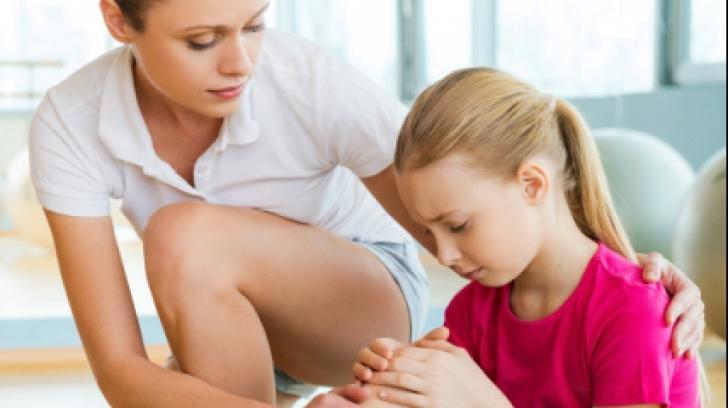 simptomele leziunii ligamentului cotului crăpând articulațiile genunchiului