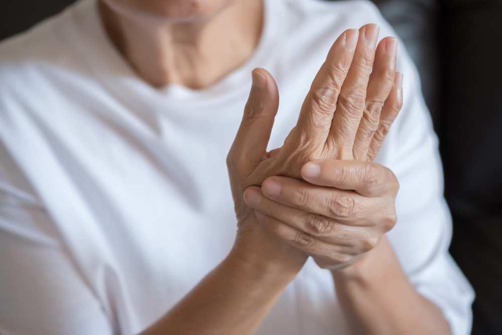 durere în articulația cotului când strângeți brațul
