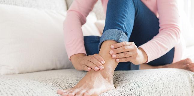 picioarele umflate și articulațiile doare