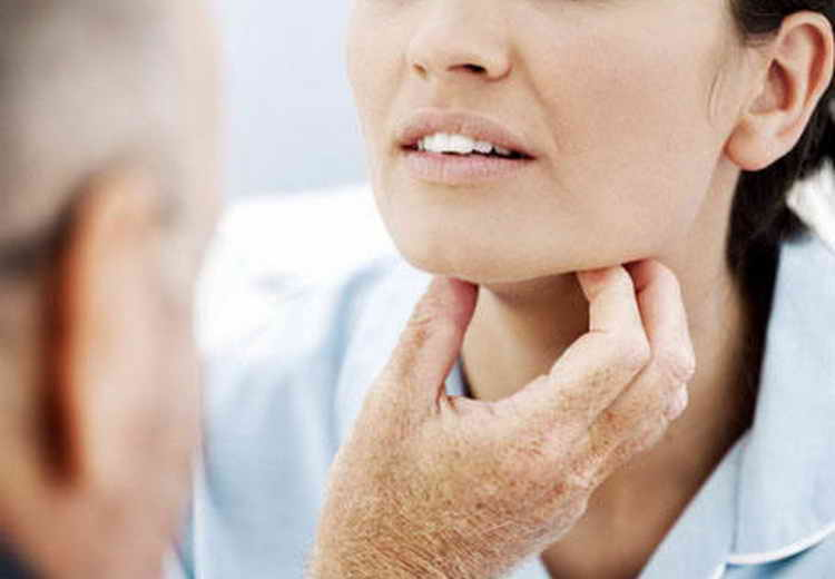 umflarea extremităților feței și dureri articulare