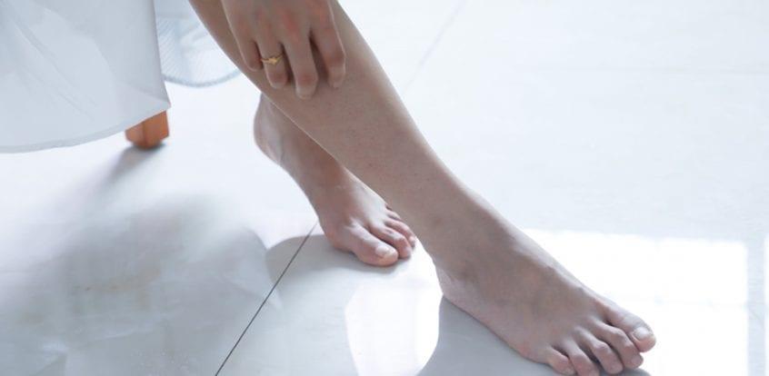 durere în articulațiile picioarelor la mers este posibilă tratarea îmbinărilor cu ulei de brad
